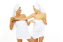Muchacha adolescente feliz dos después de la ducha Imágenes de archivo libres de regalías
