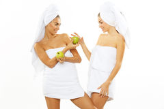 Muchacha adolescente feliz dos después de la ducha Foto de archivo