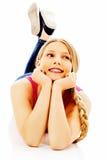 Muchacha adolescente feliz en el piso Fotos de archivo