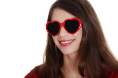 Muchacha adolescente feliz en gafas de sol de la corazón-dimensión de una variable Imagenes de archivo
