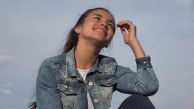Muchacha adolescente feliz o adolescente femenino Foto de archivo