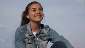 Muchacha adolescente feliz o adolescente femenino Foto de archivo libre de regalías