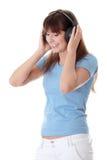 Muchacha adolescente feliz que escucha la música Foto de archivo libre de regalías
