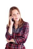Muchacha adolescente feliz que habla en el teléfono móvil Fotografía de archivo