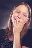 Muchacha adolescente feliz que hace caras divertidas Fotografía de archivo libre de regalías