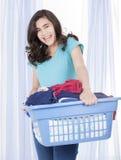Muchacha adolescente feliz que hace el lavadero Imagen de archivo libre de regalías