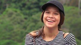 Muchacha adolescente feliz que ríe y que sonríe Imagen de archivo