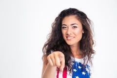 Muchacha adolescente feliz que señala el finger en la cámara Imagen de archivo