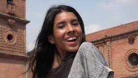 Muchacha adolescente feliz y sorprendida Foto de archivo libre de regalías