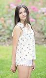 Muchacha adolescente hermosa al aire libre Foto de archivo libre de regalías