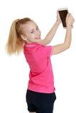 Muchacha adolescente hermosa con el pelo blanco que se sostiene en el suyo Imagen de archivo