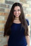 Muchacha adolescente hermosa con el pelo largo Imágenes de archivo libres de regalías