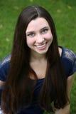 Muchacha adolescente hermosa con el pelo largo Fotografía de archivo