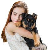 Muchacha adolescente hermosa con el perrito lindo Imágenes de archivo libres de regalías