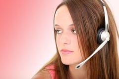 Muchacha adolescente hermosa con el receptor de cabeza Imagenes de archivo