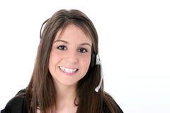 Muchacha adolescente hermosa con el receptor de cabeza sobre blanco Imágenes de archivo libres de regalías