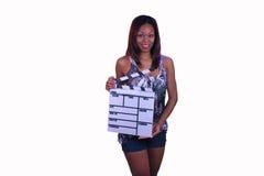 Muchacha adolescente hermosa con una pizarra de la película Imagen de archivo