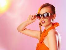 Muchacha adolescente hermosa en gafas de sol Fotografía de archivo libre de regalías