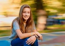 Muchacha adolescente hermosa en otoño Imagen de archivo libre de regalías