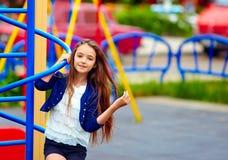 Muchacha adolescente hermosa en patio Fotos de archivo libres de regalías
