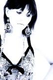 Muchacha adolescente hermosa en tonos azules Fotos de archivo