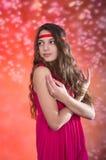 Muchacha adolescente hermosa en vestido rojo Imagenes de archivo