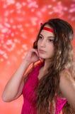 Muchacha adolescente hermosa en vestido rojo Imagen de archivo