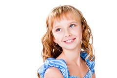 Muchacha adolescente hermosa feliz aislada en blanco Foto de archivo