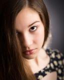 Muchacha adolescente hermosa que mira para arriba Fotos de archivo