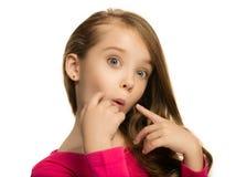 Muchacha adolescente hermosa que parece sorprendida aislado en blanco Fotografía de archivo libre de regalías