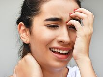 Muchacha adolescente hispánica gritadora Imagen de archivo