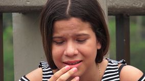 Muchacha adolescente infeliz y desesperada Imágenes de archivo libres de regalías