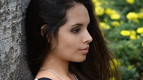 Muchacha adolescente joven en el parque Imagen de archivo