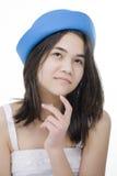 Muchacha adolescente joven en el sombrero azul, pensando Fotos de archivo libres de regalías