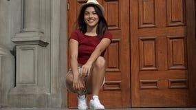 Muchacha adolescente joven feliz Imagen de archivo libre de regalías