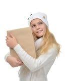 Muchacha adolescente joven feliz de la edad con una caja del paquete Imágenes de archivo libres de regalías