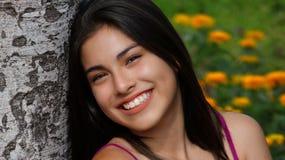 Muchacha adolescente joven sonriente Imágenes de archivo libres de regalías