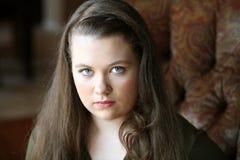 Muchacha adolescente joven verdadera con el pelo largo Foto de archivo