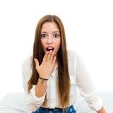 Muchacha adolescente linda con la expresión asombrosamente Imágenes de archivo libres de regalías