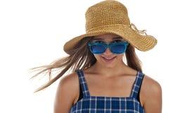 Muchacha adolescente linda en gafas de sol azules Fotos de archivo libres de regalías