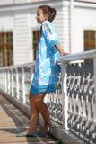 Muchacha adolescente linda en vestido azul Foto de archivo libre de regalías