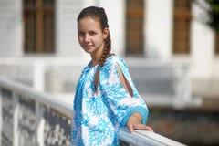 Muchacha adolescente linda en vestido azul Imágenes de archivo libres de regalías