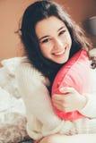 Muchacha adolescente linda y feliz en amor Fotos de archivo libres de regalías