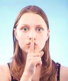 Muchacha adolescente misteriosa Foto de archivo libre de regalías