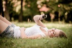 Muchacha adolescente - mundo moderno Imagen de archivo libre de regalías