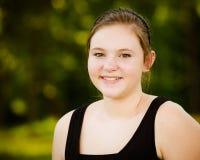 Muchacha adolescente o adolescente feliz al aire libre Fotos de archivo libres de regalías
