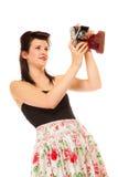 Muchacha adolescente preciosa con la cámara vieja Fotos de archivo