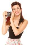 Muchacha adolescente preciosa con la cámara vieja Fotografía de archivo