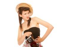 Muchacha adolescente preciosa con la cámara vieja Imagen de archivo libre de regalías