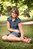Muchacha adolescente preciosa en naturaleza Foto de archivo libre de regalías